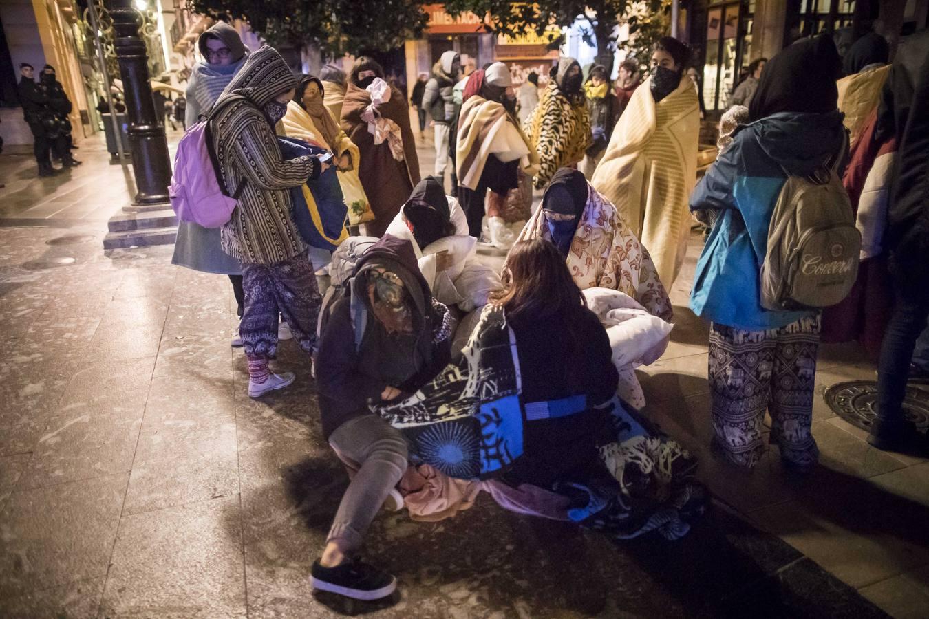 Desalojo de la concentración en la Plaza del Carmen de Granada