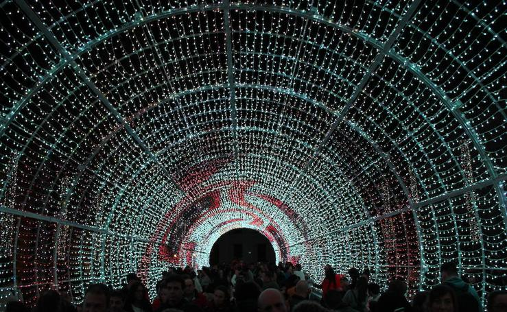 Almería ya luce navideña