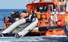 Ascienden a 119 los inmigrantes rescatados en tres pateras en aguas de Alborán