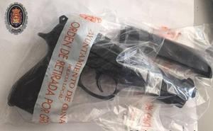 La Policía intercepta «un arma detonadora» en Granada y recuerda su ilegalidad