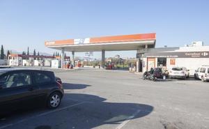 Cuatro encapuchados armados roban 600 euros en una gasolinera de Granada