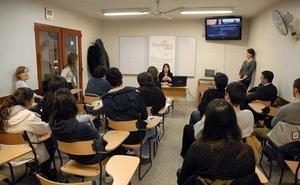 Los centros de idiomas se unen contra las academias 'pirata'