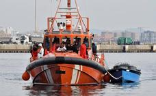 Ascienden a 239 las personas, algunas menores, rescatadas de cuatro pateras en el mar de Alborán
