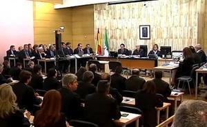Condenan al principal acusado del entramado que cobraba por carnés de conducir en Granada