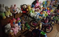 Los ayudantes de los Reyes Magos en Granada repartirán juguetes en los hogares que padecen dificultades económicas