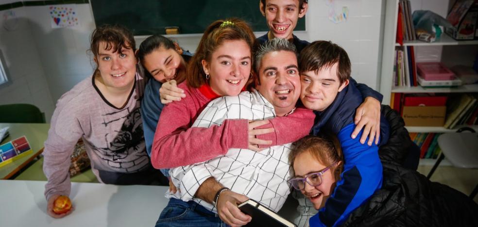 «Los chicos de educación especial son superdotados emocionales, todos los días te dicen: 'Maestro, tú me quieres'»