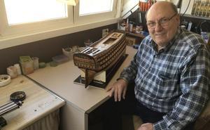 «Después de responsabilizarme de 52 bandas de música de la provincia lo dejé todo para construir réplicas a escala de barcos históricos en Gádor»