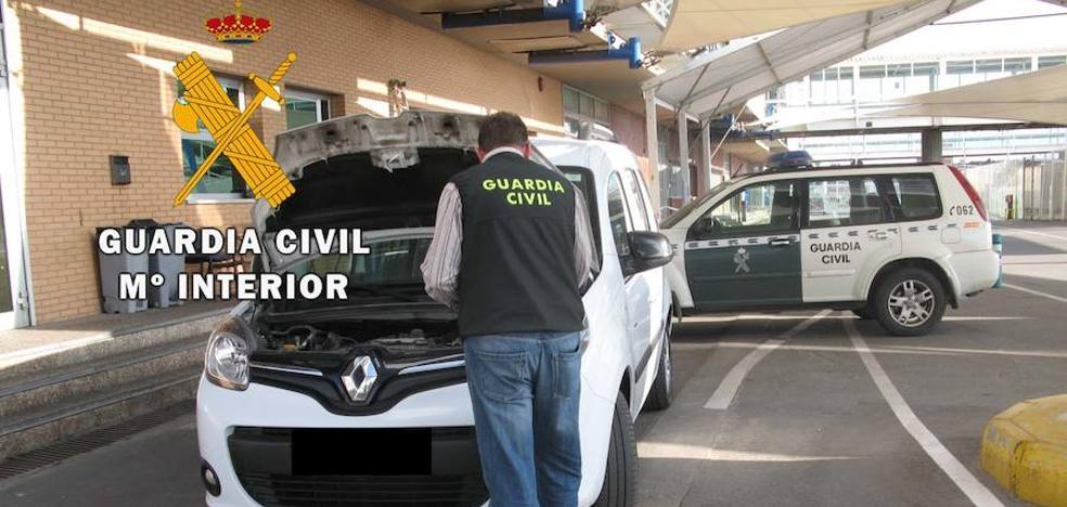 Intentan embarcar tres coches robados rumbo a África