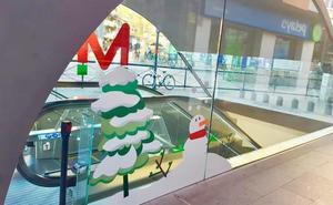 La Navidad llega al metro de Granada con una simpática decoración