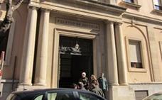 El dueño de un pub de Jaén se enfrenta a dos años de cárcel por no dar de alta a sus empleadas, que trabajaban casi 12 horas al día