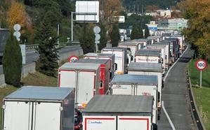 Las protestas atrapan en la frontera de Francia a sesenta camiones granadinos