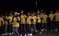 Los escolares de Almuñécar le cantan a la Navidad