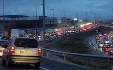 La Guardia Civil advierte de la «técnica de la cremallera» para evitar los atascos