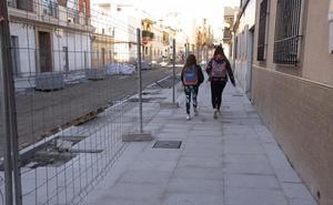 La calle Ancha quedará pavimentada hasta el centro de mayores en Navidad
