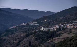 Fallece un motorista de 52 años tras precipitarse por un desnivel en Capileira