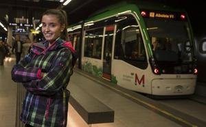 Salva la vida de un niño que se asfixiaba en el metro de Granada con una maniobra aprendida en clase