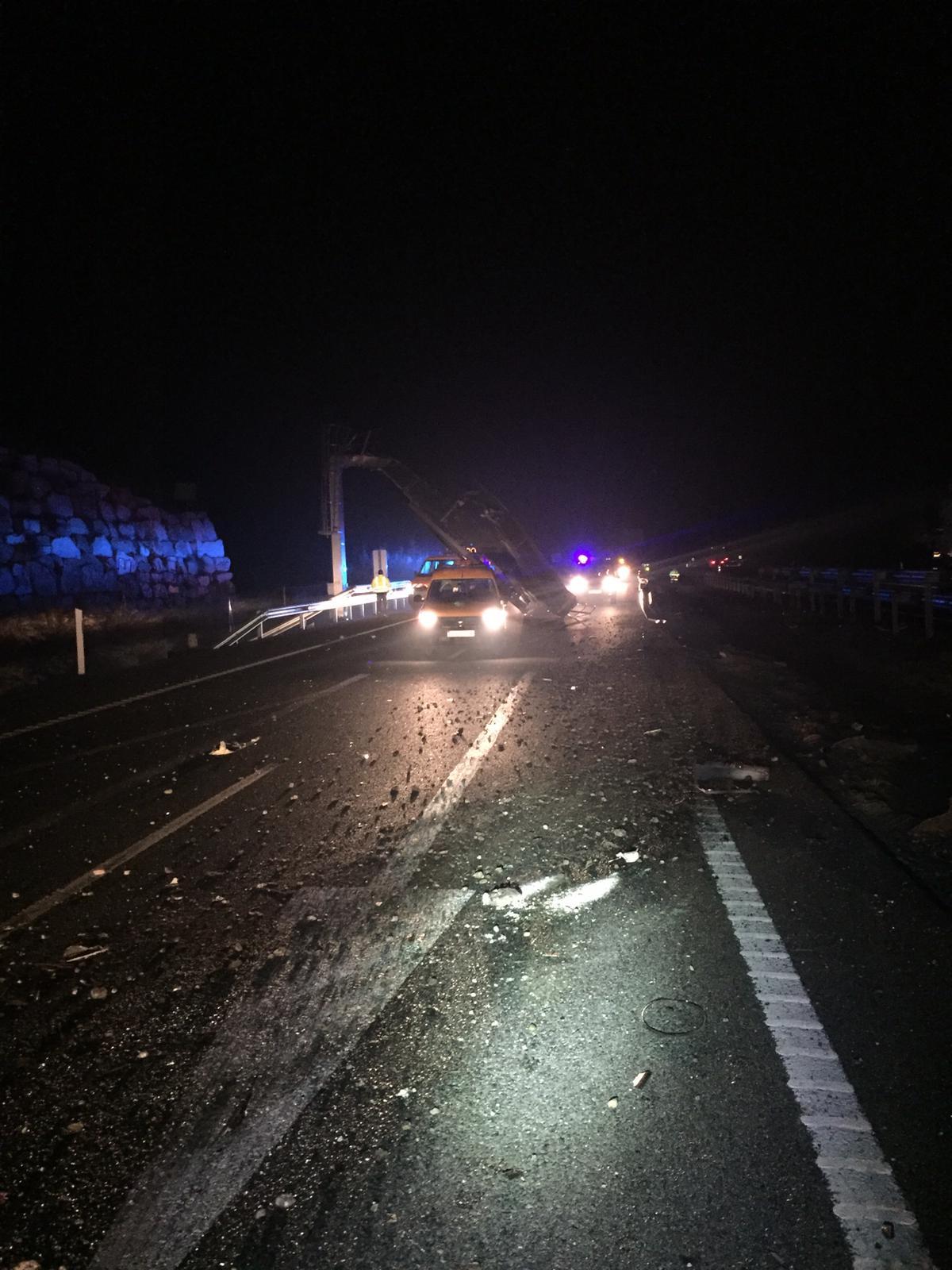 Accidente de un camión en la A-92 a la altura del Cortijo del Aire