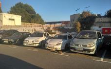 El puerto prepara para subasta más de 40 coches abandonados