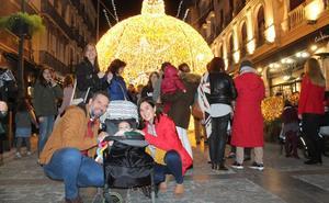 La iluminación y el ambiente navideño no calma el ánimo de los comerciantes