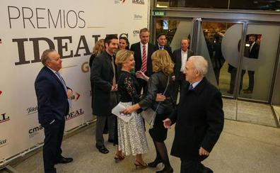 La llegada de los invitados a los Premios IDEALES a la gala