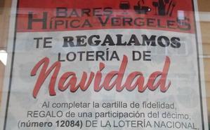 Lotería de Navidad a cambio de tapas en los bares del Zaidín en Granada
