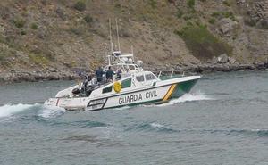 La Guardia Civil alija 2.500 kilos de hachís tras una persecución marítima