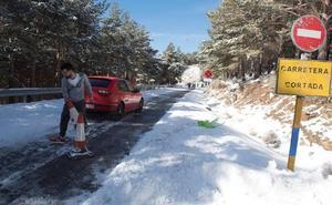 Cortado el acceso a la Hoya de la Mora por acumulación de nieve