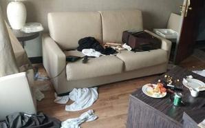 Destroza una habitación de un hotel de Granada, amenazando con disparar a quien entrara