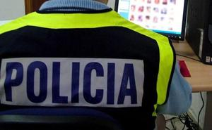 Piden 3 años de cárcel a un policía nacional por grabar a sus compañeras en el vestuario