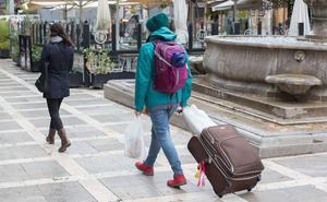 La prohibición de anunciar pisos turísticos 'en negro' reduce un 20% la oferta en Internet