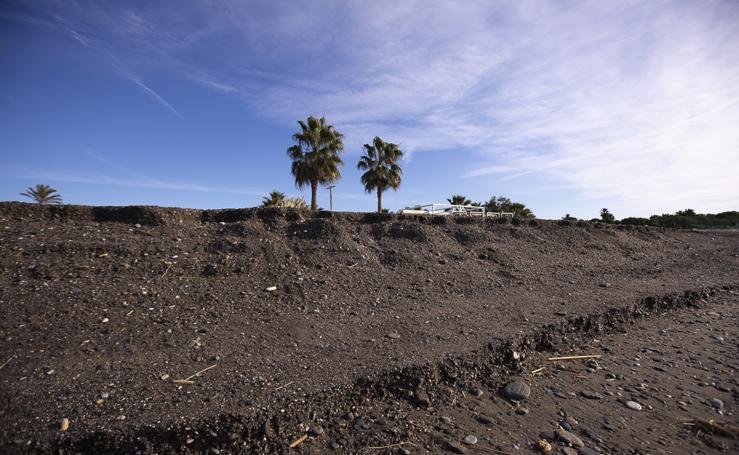 El Gobierno asegura a la alcaldesa de Motril que los espigones de Playa Granada tienen presupuesto