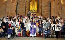 Presentados los niños a la Patrona de Linares, la Virgen de Linarejos Coronada
