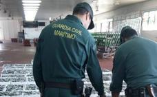 El Banco de Alimentos se lleva 1.200 kilos de boquerón inmaduro intervenido en Motril