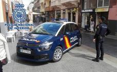 La Policía 'caza' in fraganti a dos jóvenes robando ventanales de aluminio de un hospital de Granada