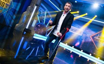 Pablo Motos se rompe la fascia del pie y presenta El Hormiguero en muletas