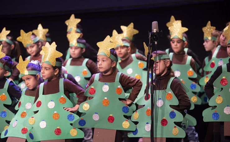 Más de 250 escolares participan en un concurso de villancicos