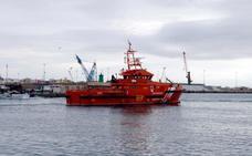 Rescatan una patera con 33 supervivientes y 12 cadáveres a bordo en el Mar de Alborán