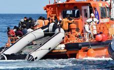 Rescatan a 53 subsaharianos de una patera localizada en el mar de Alborán