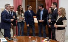 PP y Cs pactan hacer a Moreno presidente y Vox exige que se oigan sus «demandas»
