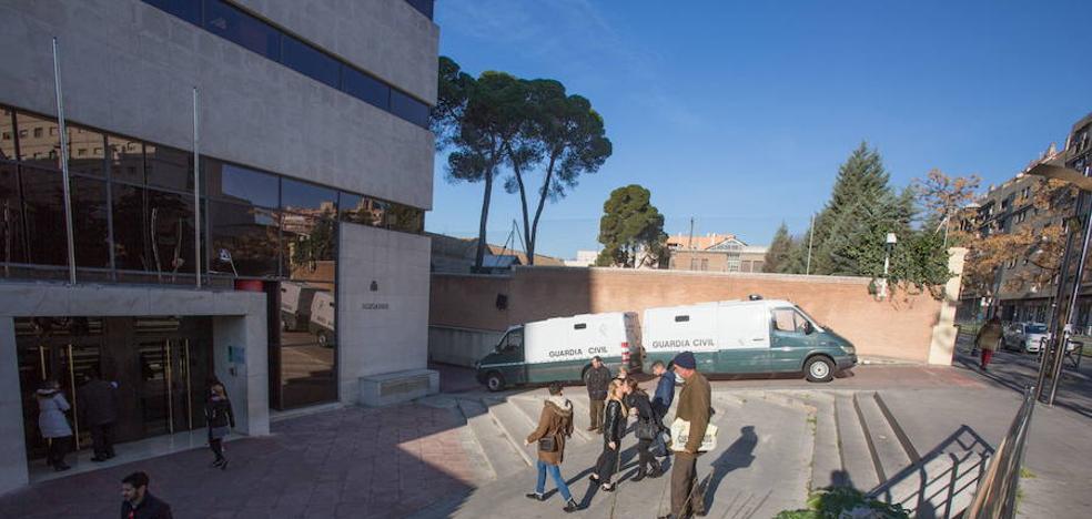 Abierto juicio oral contra el expolicía de Sevilla detenido por no entregar a sus hijos