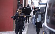 Desmantelan un punto de venta de droga en Motril y detienen a tres personas tras la gran redada policial en el barrio de San Antonio