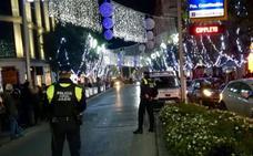 La Policía Local aprieta con las multas a los bares por dejar que se saquen copas a la calle