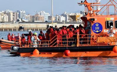 Rescatan a un centenar de migrantes en Alborán en la primera jornada del año