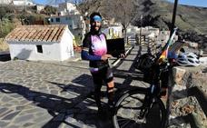 Recorre 3.412 kilómetros en bicicleta desde Alemania para pasar la Navidad con su familia