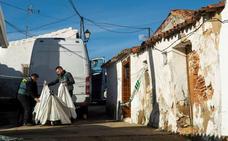 La Guardia Civil investiga la rotura del precinto de la casa del asesino de Laura Luelmo