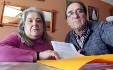 3.500 firmas para que una abuela de Castellar pueda seguir cuidando de sus tres nietos