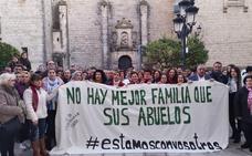 Concentración en Castellar para pedir que no le quiten la custodia de 3 niños a unos abuelos