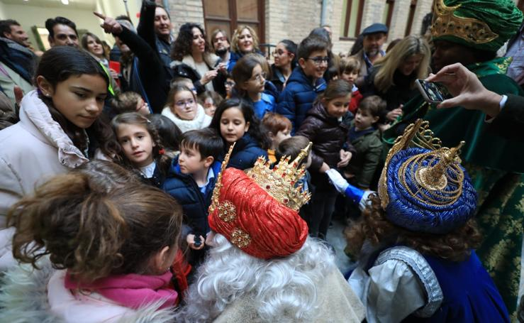 Las calles de Granada, de bote en bote para ver a sus Majestades de Oriente
