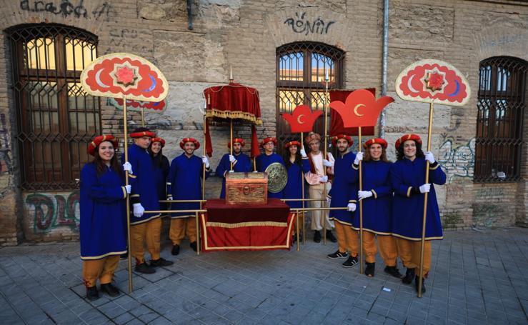 Así se preparan los miembros de la cabalgata de los Reyes Magos