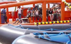 Trasladadas a 350 personas de seis pateras a Almería y Motril